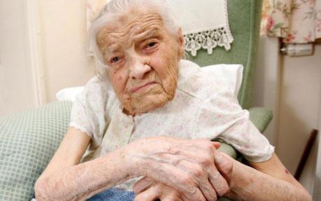 Clara Meadmore 105 Tahun - Perawan